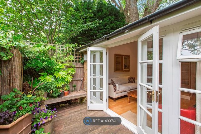 Thumbnail Bungalow to rent in Birchlands Avenue, London