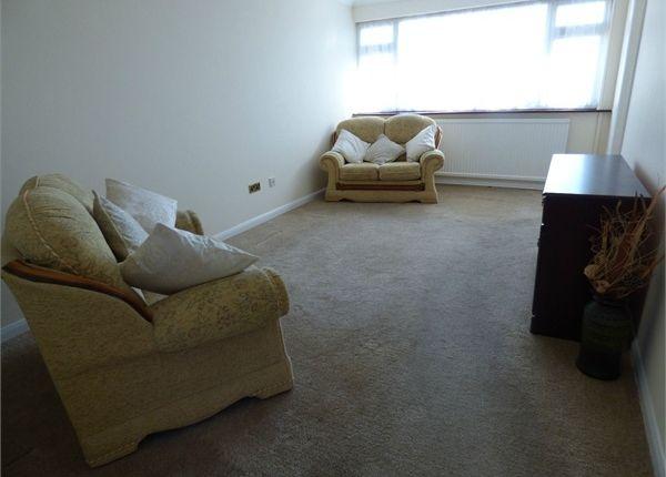 2 bed maisonette for sale in Briscoe Road, Rainham, Essex