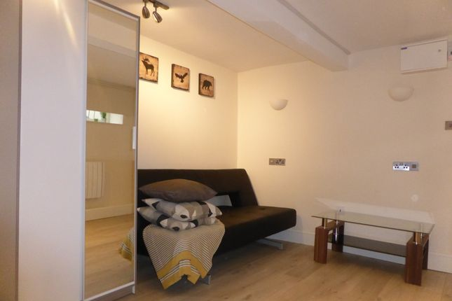 Thumbnail Studio to rent in Railway Terrace, Derby