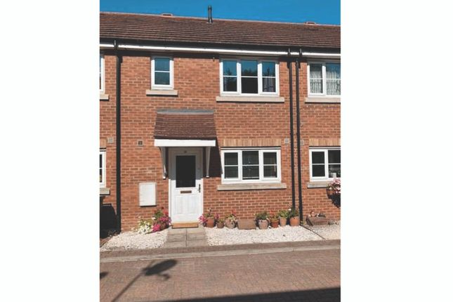 Thumbnail Terraced house to rent in Michigan Close, Turnford
