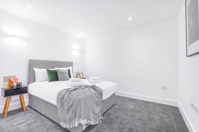 Thumbnail Flat to rent in Folberth House, New Horizons Court, Brentford, London