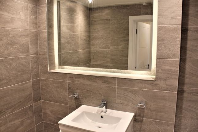 Bathroom of The Grand, Broad Street, Banbury OX16