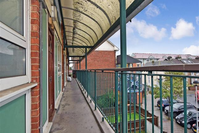 Thumbnail Flat for sale in Harberson Road, London