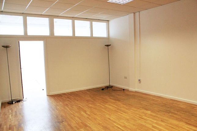 Thumbnail Flat to rent in Shacklewell Row, London