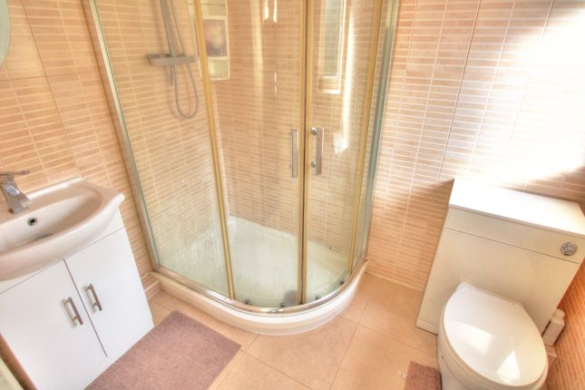 Master En Suite of Delves Crescent, Walsall WS5