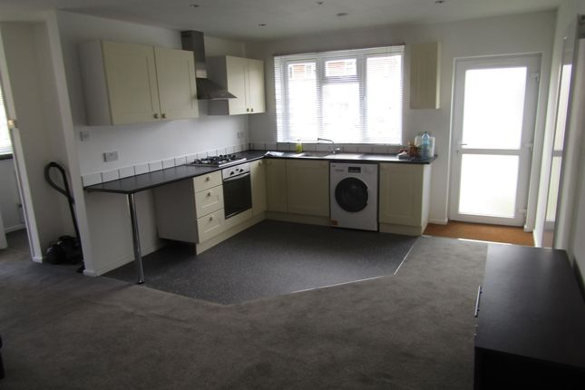 Thumbnail Bungalow to rent in Crutchley Way, Leamington Spa