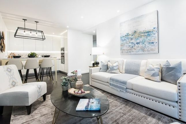 Thumbnail Flat to rent in Charles Clowes Walk, London