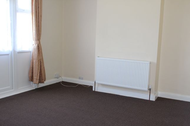 Thumbnail Bungalow to rent in Strafford Avenue, Ilford