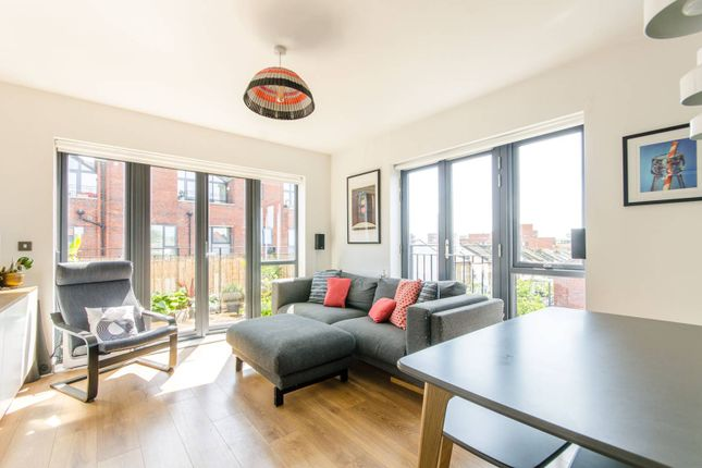 Thumbnail Flat for sale in Leverton Close, Wood Green