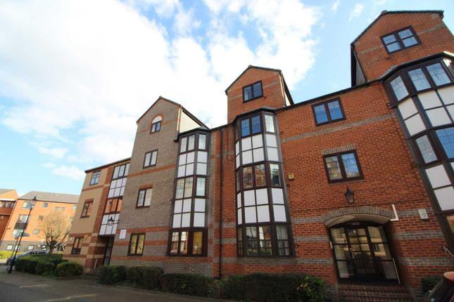 Thumbnail Flat to rent in Three Bedroom Apartment, Newbright Street, Reading