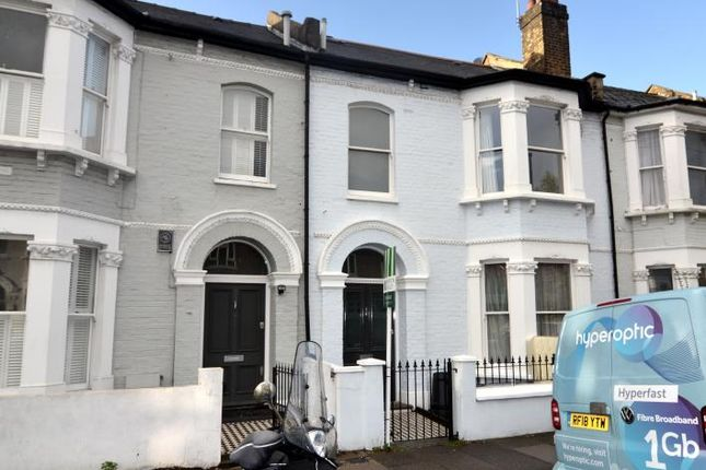 Thumbnail Terraced house to rent in Lavender Sweep, London