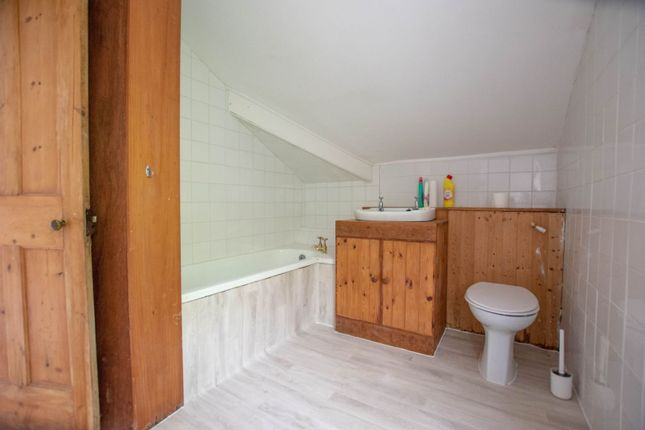 Bathroom of Commercial Rd Llanhilleth, Abertillery NP13