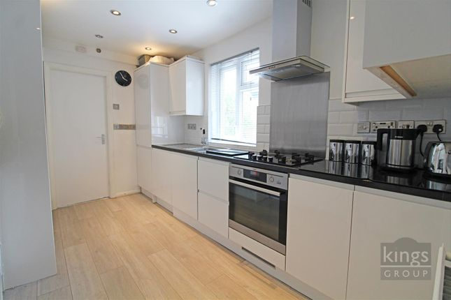 Flat for sale in Sydner Road, London