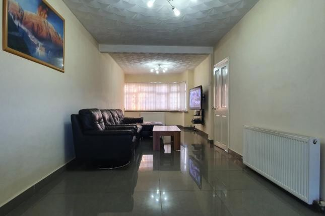 Thumbnail Semi-detached house to rent in Temple Road, London