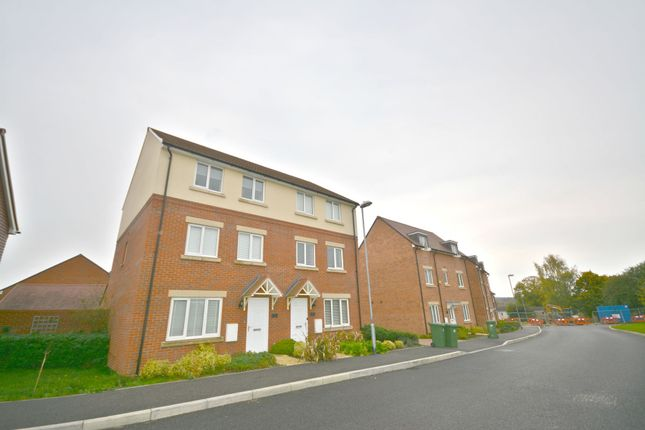 Thumbnail Semi-detached house to rent in Falcon Way, Bracknell