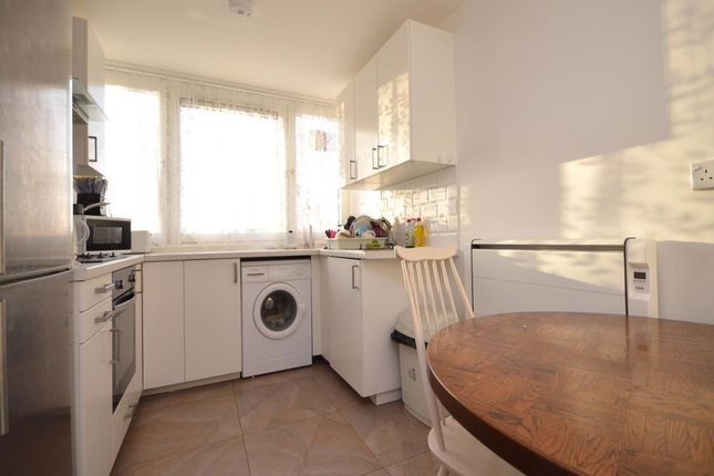 Thumbnail Flat to rent in Willingham Way, Kingston Upon Thames