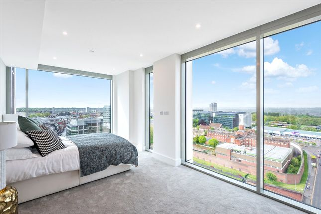 Thumbnail Flat for sale in Verto, Kings Road, Reading