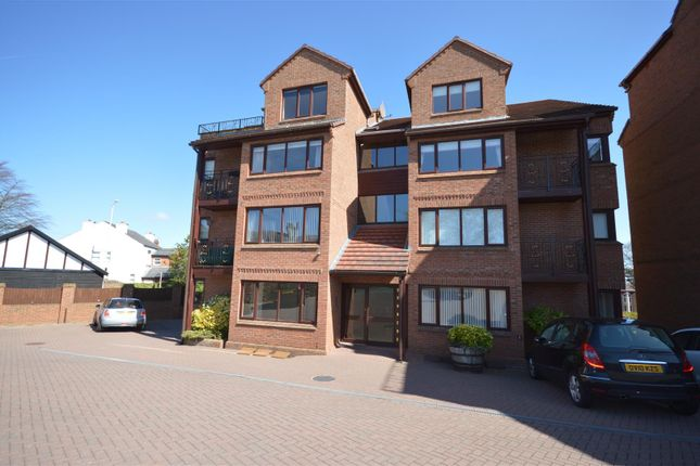 Thumbnail Flat to rent in Mount Avenue, Heswall, Wirral