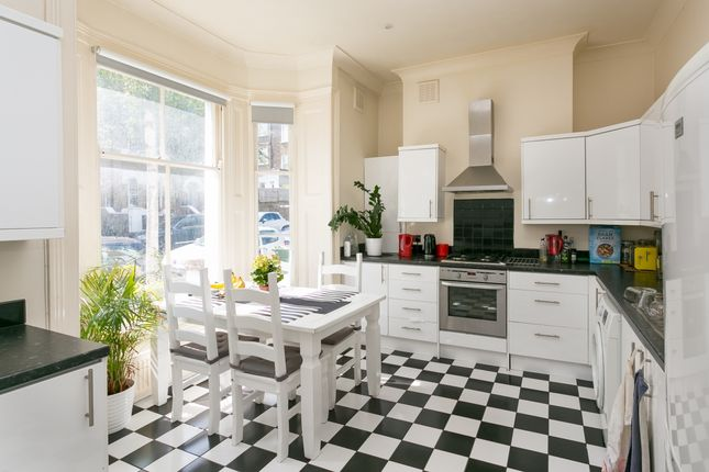 2 bed maisonette to rent in Camden Hill Road, London