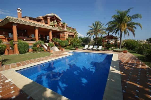 Thumbnail Villa for sale in Los Flamingos, Malaga, Spain