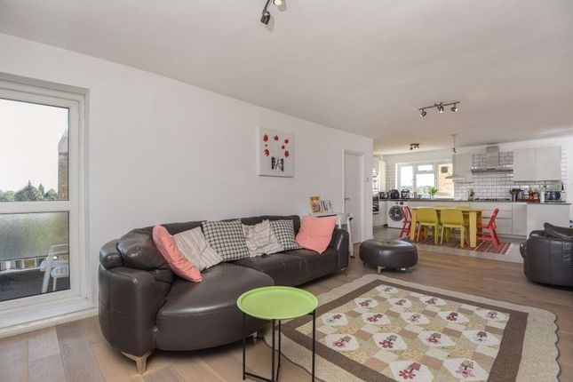 Thumbnail Flat to rent in Wickliffe Avenue, London