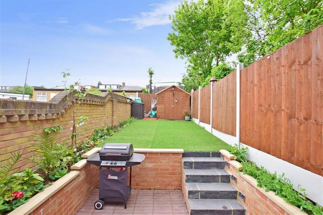 Thumbnail Flat for sale in Northbrook Road, Ilford, Essex