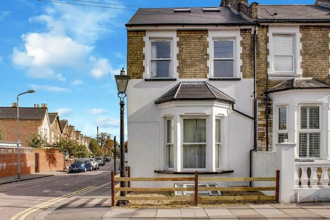 Thumbnail Terraced house for sale in Queens Road, Bounds Green