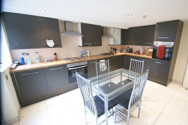 7 bed terraced house to rent in Manor Drive, Headingley, Leeds