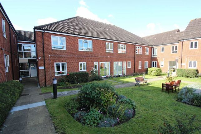 2 Bed Flat For Sale In Fountain Court Westbury Wiltshire
