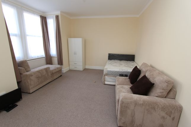 Thumbnail Flat to rent in Barking Road, East Ham