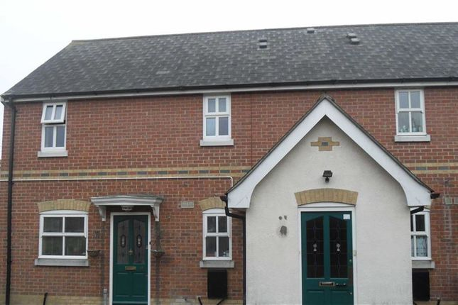 Thumbnail Flat to rent in Napier Crescent, Wickford, Essex