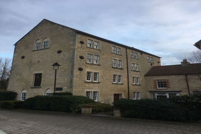 Thumbnail Flat to rent in Lake View, Calne
