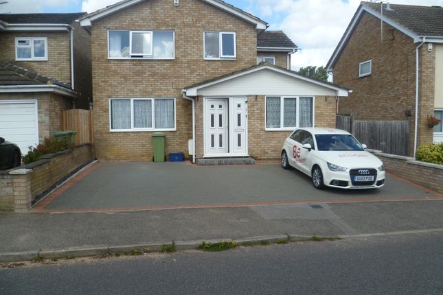 Flat to rent in Tennyson Drive, Newport Pagnell
