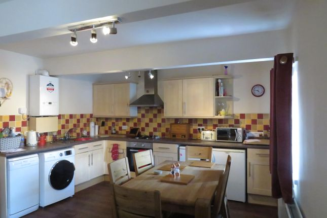 Thumbnail Flat to rent in Town Street, Farsley, Pudsey