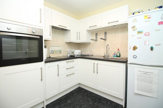 Thumbnail Property for sale in Holmebury House, Holmesdale Gardens, Hastings