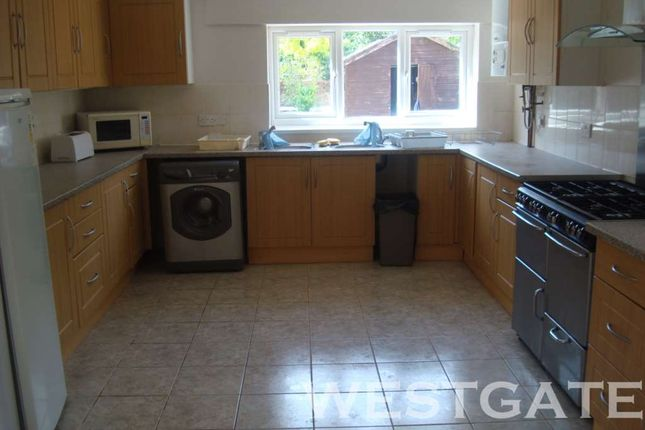 Thumbnail Terraced house to rent in Bulmershe Road, Earley, Reading