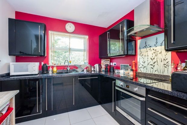 Thumbnail Property to rent in Green Cottages, Broad Lane, Bracknell