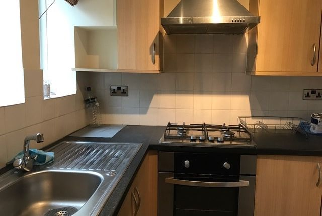 Thumbnail Flat to rent in Dover House Road, Putney