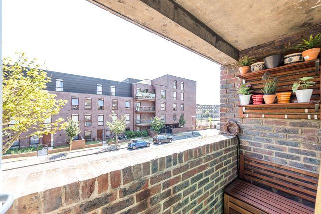 Thumbnail Flat to rent in Gibson Road, Kennington