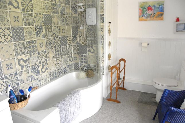 Bathroom of Llanybydder SA40