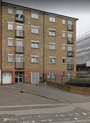 1 bed flat to rent in Hazeleigh House, Market Link, Romford RM1