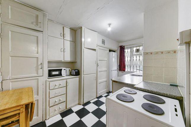 3 bed flat to rent in Geffrye Court, Geffrye Estate, London N1