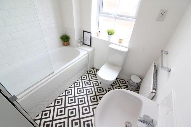 Bathroom of Providence Crescent, Hull HU4