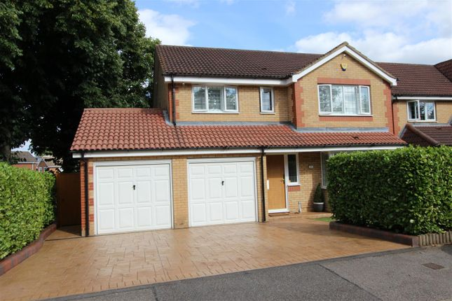 Thumbnail Detached house for sale in Parklands, Gadebridge, Hemel Hempstead