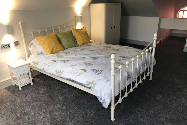 Thumbnail Room to rent in Bradford Road, Leeds