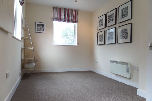 Thumbnail Flat to rent in Newland Street, Gloucester