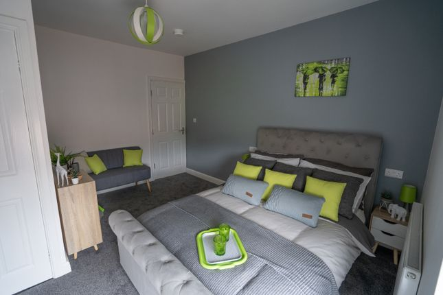4 bed shared accommodation to rent in Daw Green Avenue, Crigglestone WF4