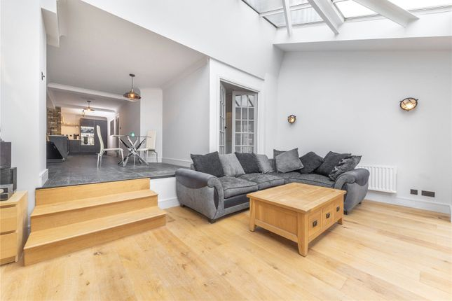 Picture No. 15 of Plate House, 3 Burrells Wharf Square, London E14