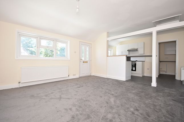 Thumbnail Maisonette to rent in Crossways Road, Grayshott, Hindhead