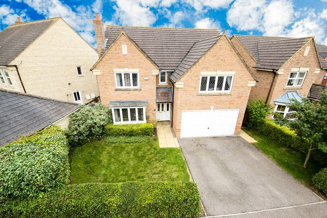 Thumbnail Detached house for sale in Oxlip Leyes, Bicester